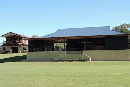 Bundaberg prestige villa overlooking the river - South Kolan