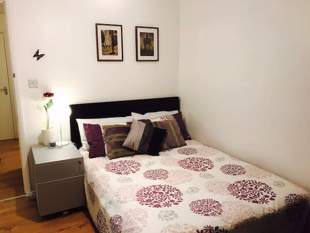 A Nice Double Bedroom in a Cosy Flat