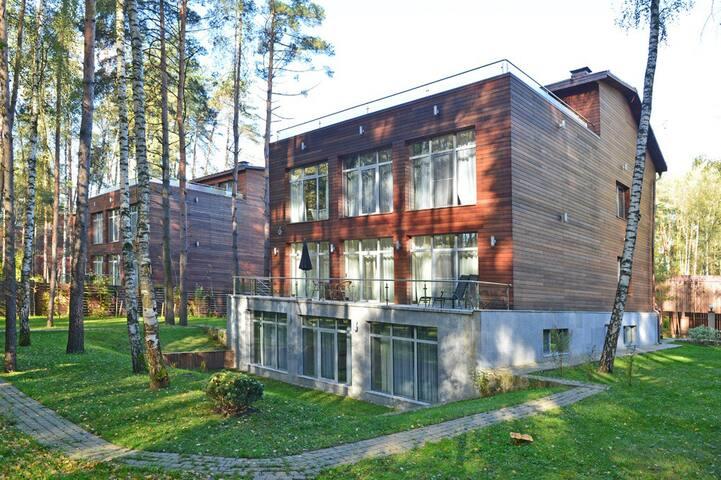 Дом  на Рублевке - 680 кв м