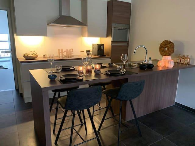 Knus ingericht appartement op 700m vh strand