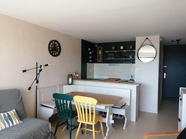 Beau studio cabine refait à neuf face à la mer