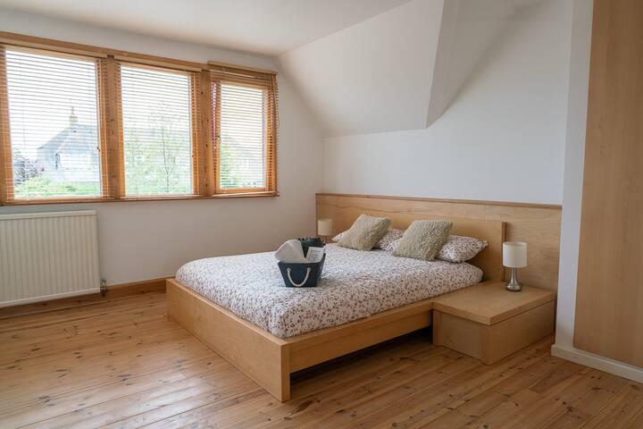 Sunny, Spacious & Quiet Double Bedrooms - WiFi