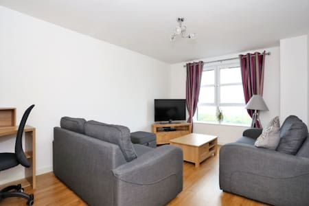 Immaculate modern apartment in city centre