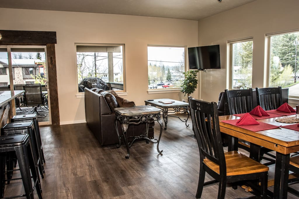 6 person dining room table with stunning views of Payette Lake and eastern mountain ranges