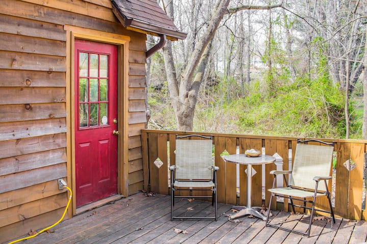 W Avl tiny home, pet friendly, close to downtown