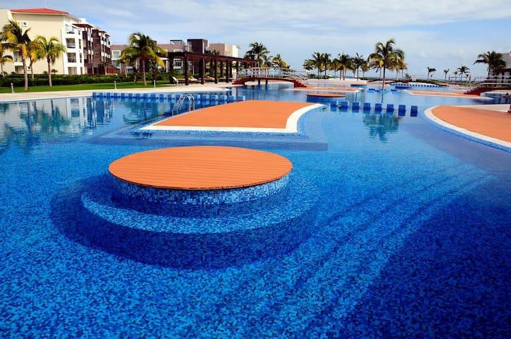 CONDO* Playa del Carmen * MAREAZUL Beach Club.