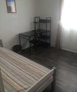 superbe chambre a louer - Saint-Étienne-du-Rouvray - Ház