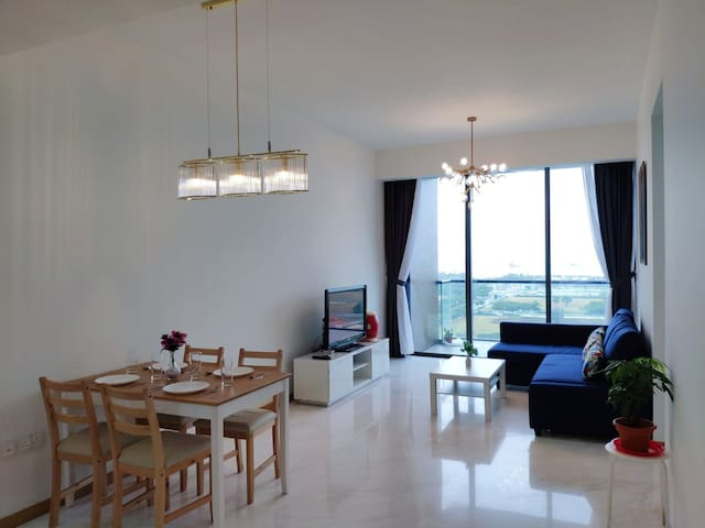 Luxury 2BR Condo| Marina Bay | Free Wifi | 滨海湾高级公寓