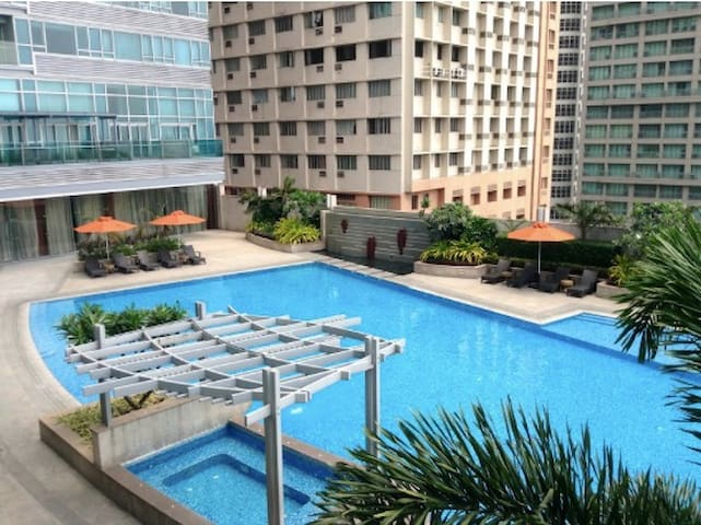 Fully furnished, I BR in Shangri La Place, Manila