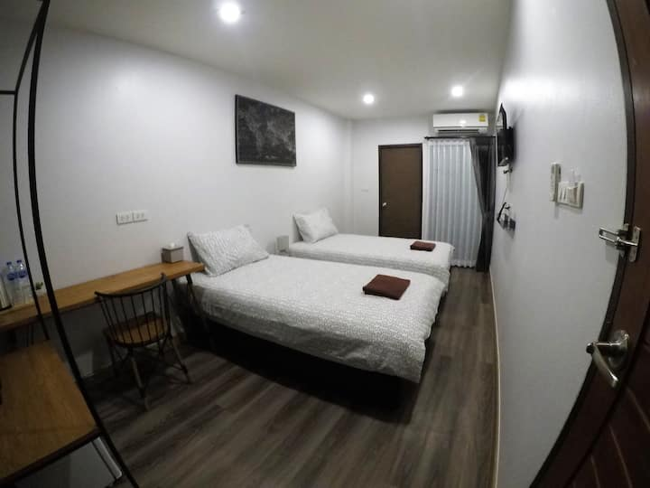 Comfy Twin Room in Central Location (FREE bike)