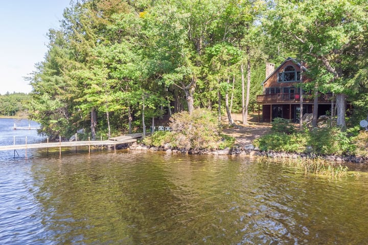 Sensational Waterfront Retreat on Lake Winnipesaukee with central A/C and dock
