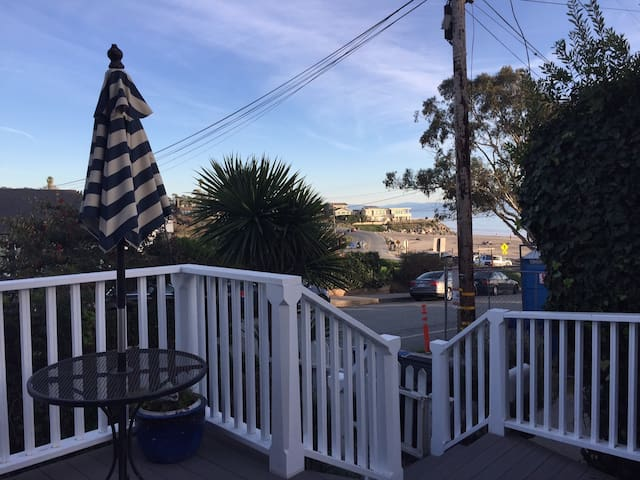Santa Cruz Cottage w/Ocean View-close to Boardwalk