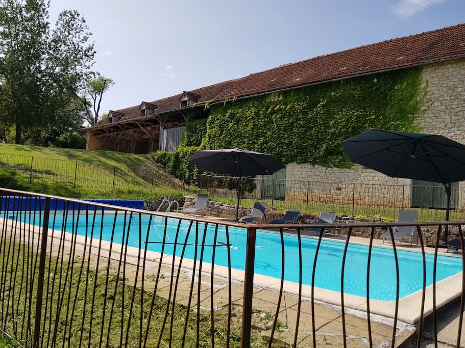 Old farmhouse with outbuilding and swimming pool houses for Farmhouse with swimming pool