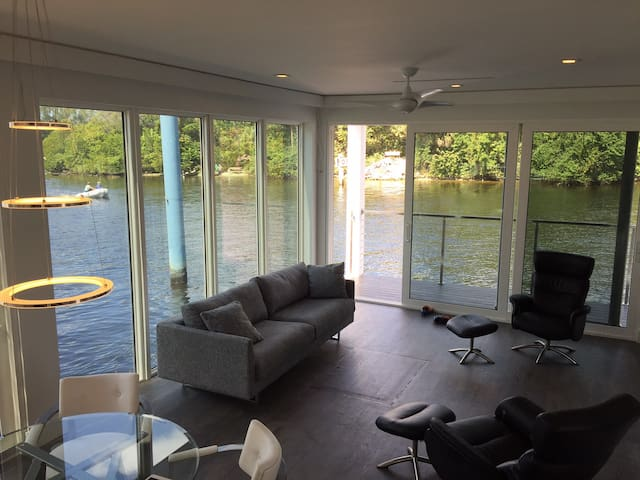 "Amazing First of its Kind ""Luxury Living Vessel""! - Fort Lauderdale - Båt"