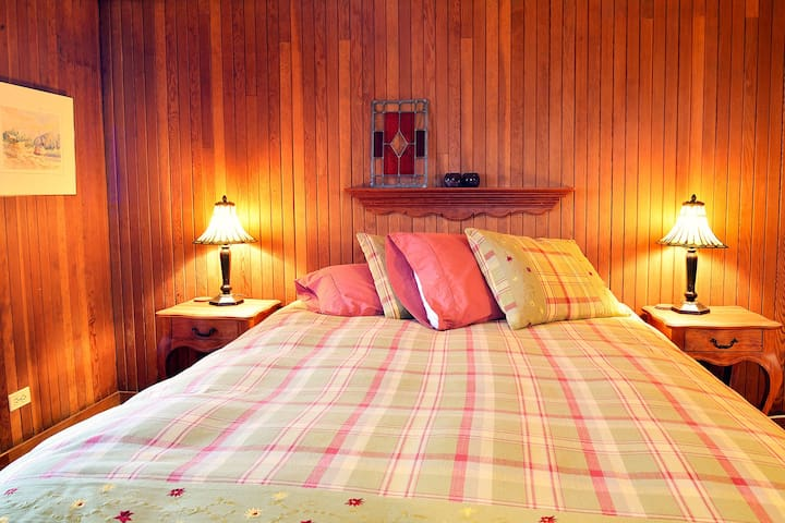Double room-Laurie-Comfort-Private Bathroom-River view