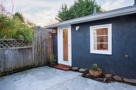 Fernwood Cottage - perfect location - Victoria