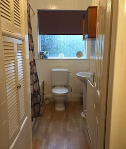 Private room in Victorian semi. - Stockport - House