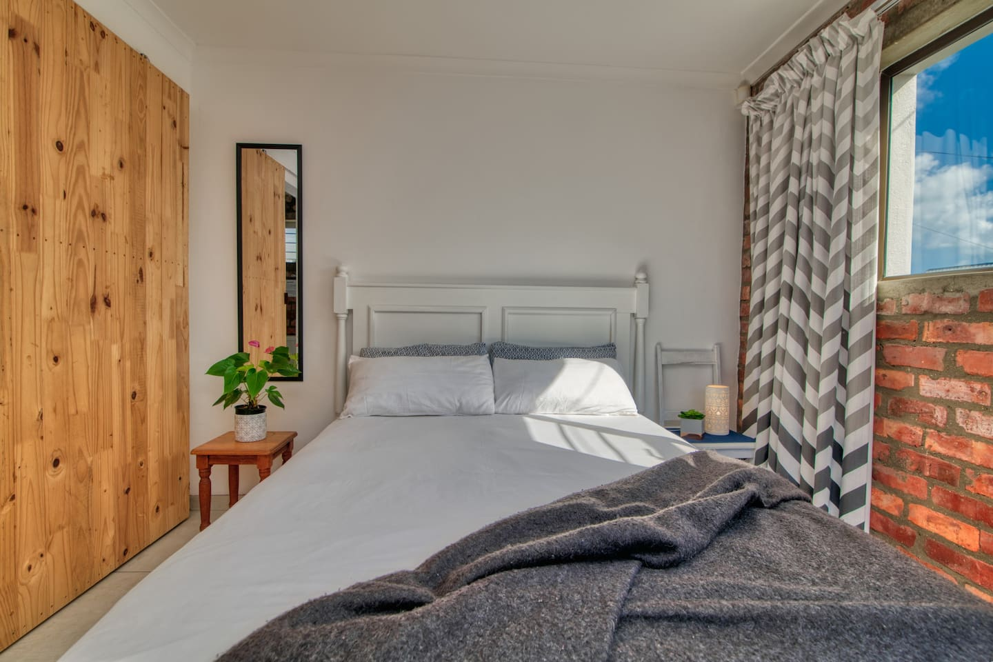 Double bed covered with luxurious bedding. Including a mohair blanket to keep you warm during the coldest nights