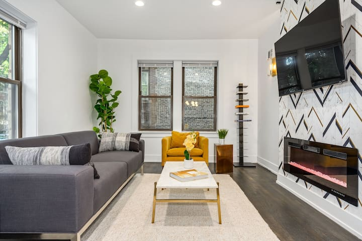 ★Bright & Bold 1BR in Roscoe Village + Fireplace★