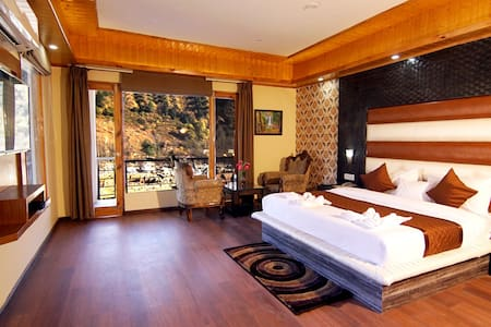 JUNIOR SUITE ROOM NEAR MANALI
