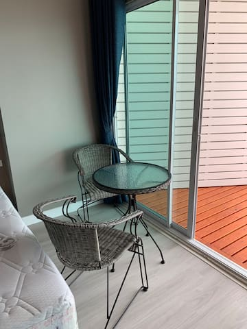 芭堤雅中天一线海滩距离海边200米公寓新房高层双向双条车