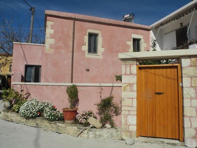 Διώροφη παραδοσιακή κατοικία - Kalamitsi Alexandrou - Casa