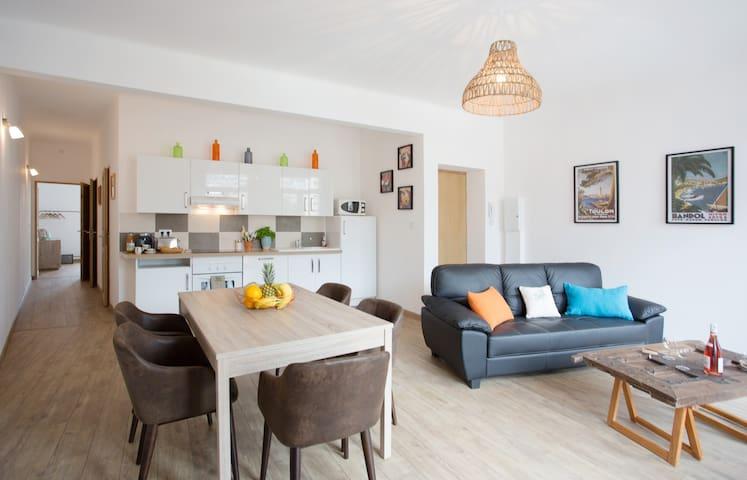 Bel appartement rénové cœur de ville climatisé - Toulon - Byt