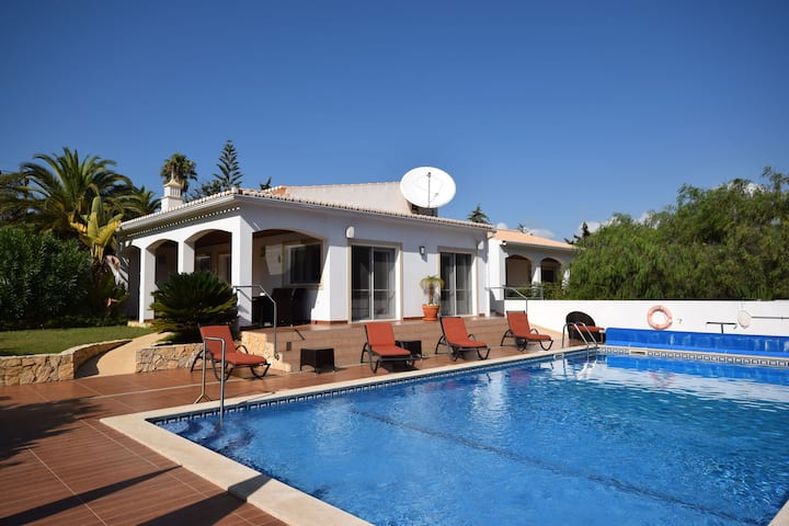 Luxury 5 bedroom Villa with private pool on Funchal Ridge near Lagos