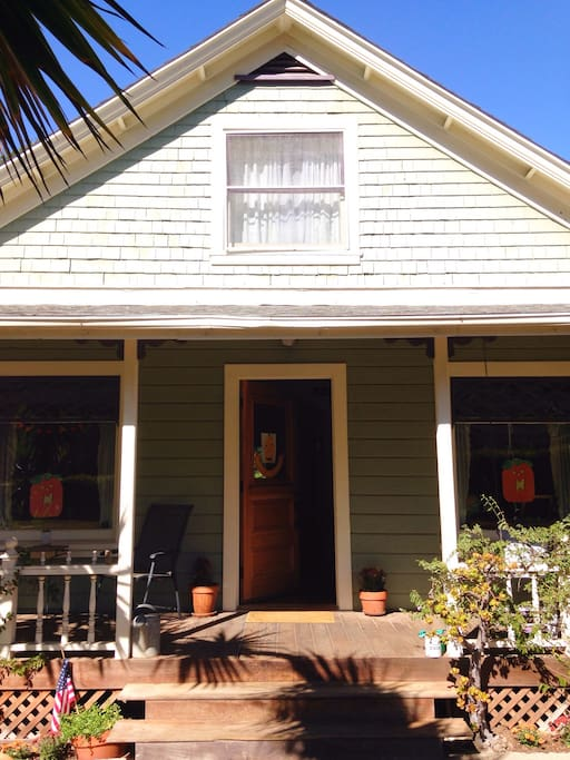 Home sweet home...just a few minutes walk from the Natural History Museum, Ricky Nook Park, the Mission and Rose Garden our home is perfectly located for exploring the beauty of Santa Barbara.