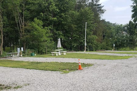 Full hook-up RV spots close to New River Gorge