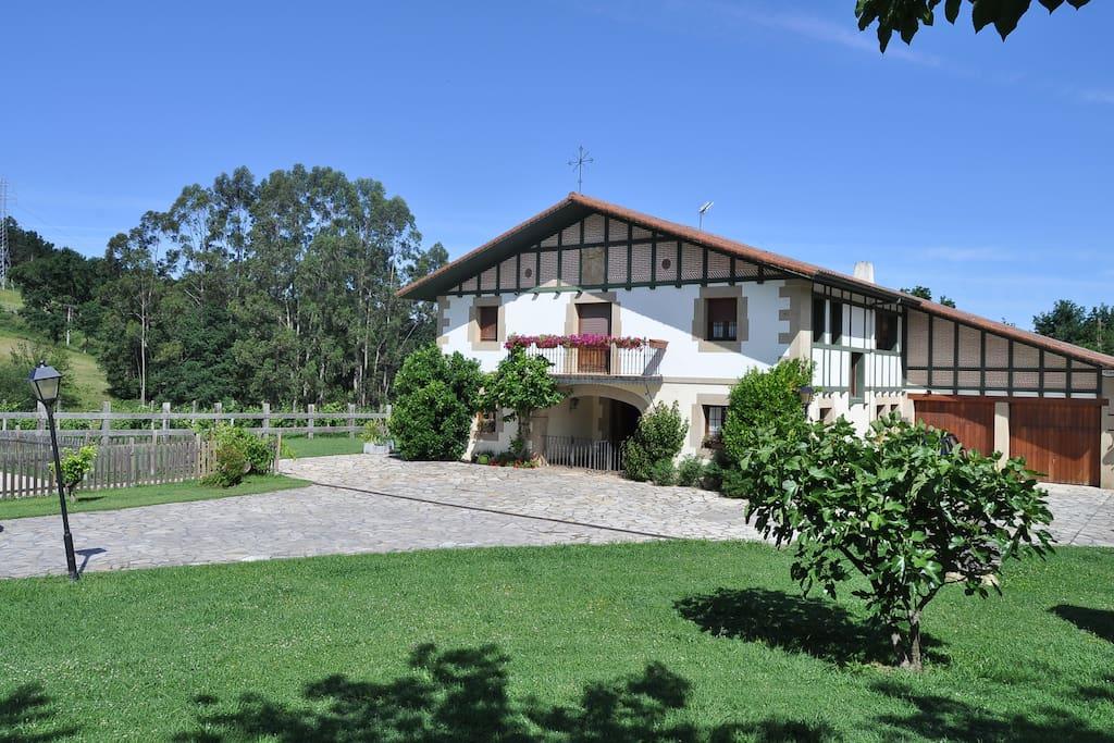Caserio kamirune 2pax casas en alquiler en mendiondo for Alquiler de casas con piscina privada que admiten perros