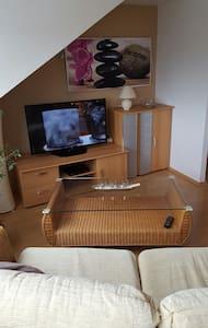 Appartement mit Schlafzimmer - Wesseling - Huoneisto