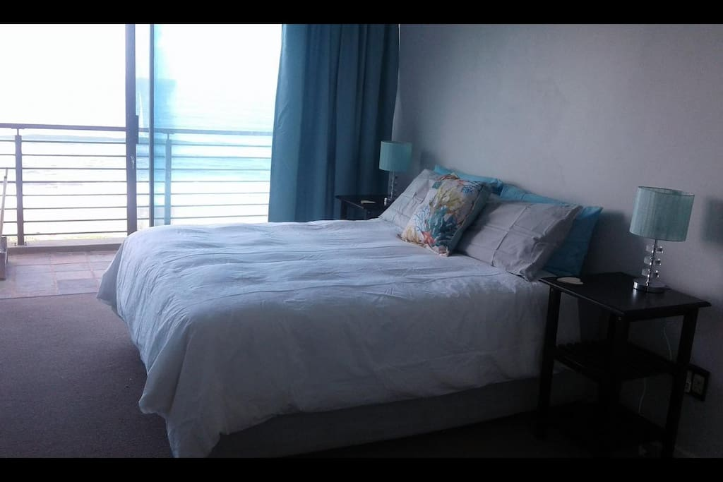 Bedroom 1 with sea view and balcony