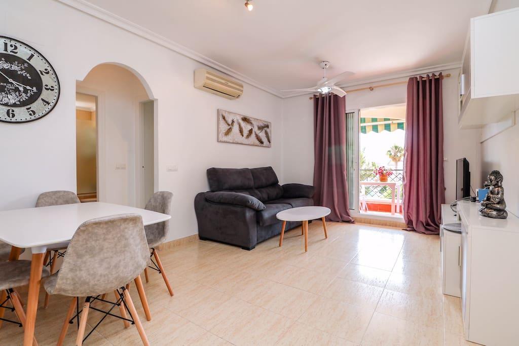 Wohnzimmer, Couch ausziehbar, Essbereich