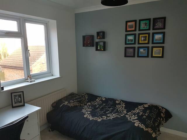 One bedroom. W. London close to LHR - Feltham, England, GB - Talo