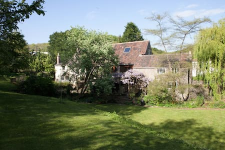 Charming 200 yr old Mill House right on the water
