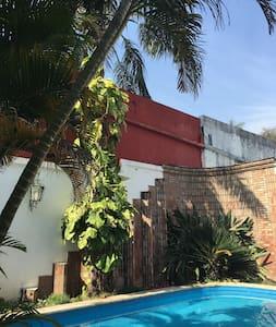 Dpto grande mono ambiente en Casa con piscina - Corrientes - อพาร์ทเมนท์