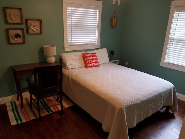 Charming Safety Harbor Room