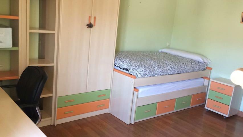 Amplio dormitorio en el centro de Hellin