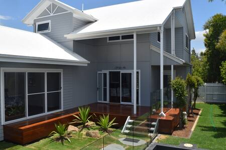Town of Seaside Hampton's style Home - Marcoola