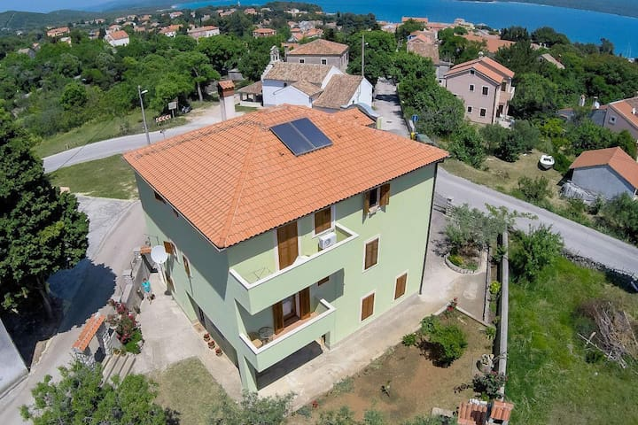 One bedroom apartment with balcony and sea view Nerezine, Lošinj (A-2506-b) - Nerezine - Appartamento