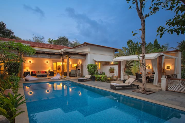 4 BR Super Luxury Villa - Private Staff & Pool