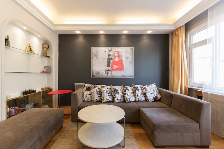 Centrally Located- Cosy-Comfy