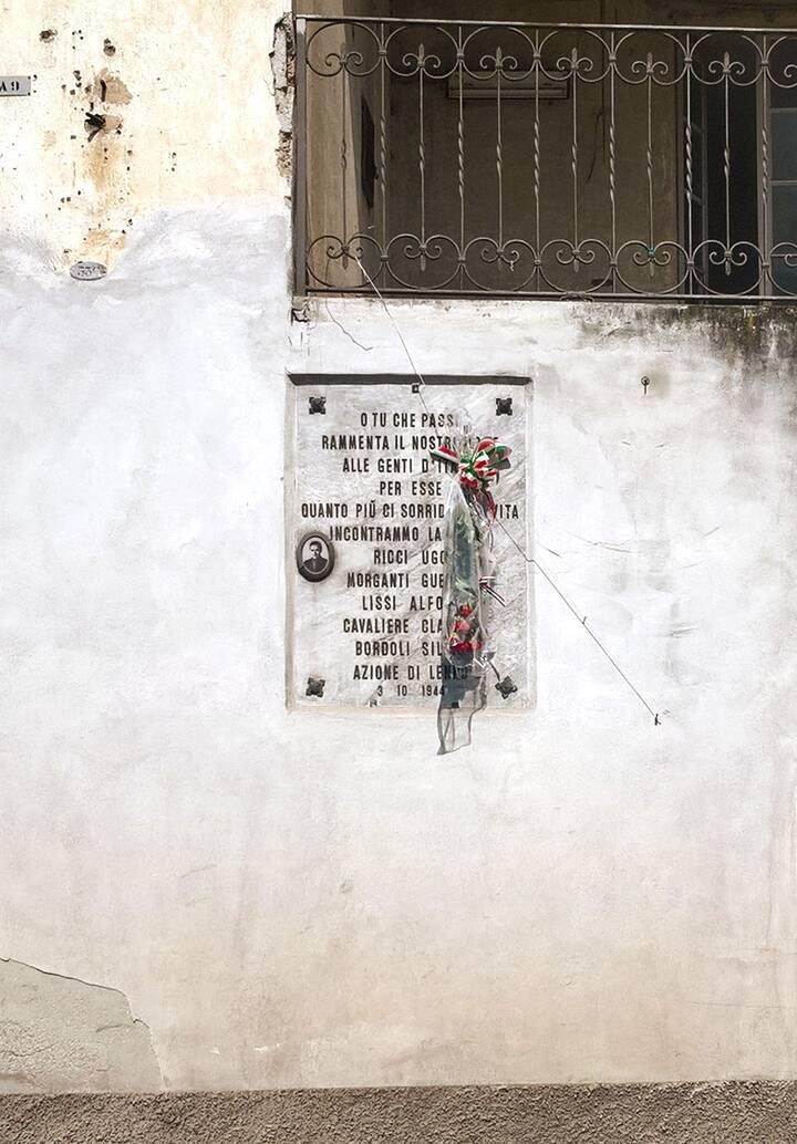 Fallen partisans commemorative plaque
