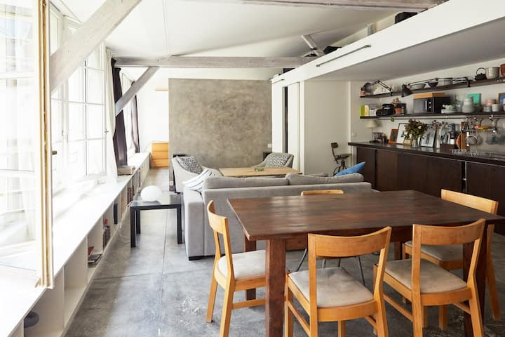 Sunny and quiet artist loft by the Marais