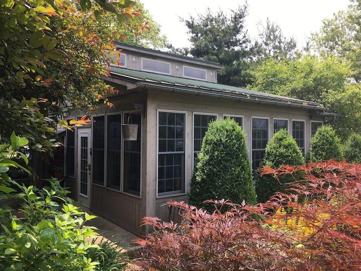 Unique Milk House Cottage and Gardens
