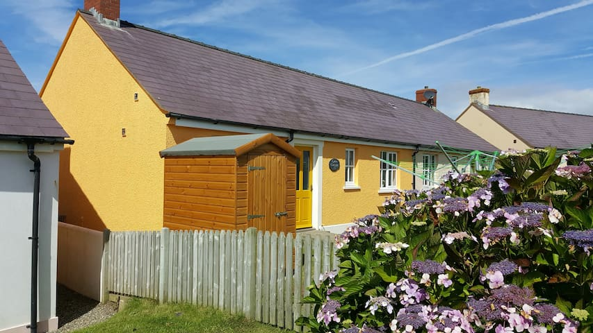 Cosy 2 bed bungalow in Broad Haven, Pembrokeshire.