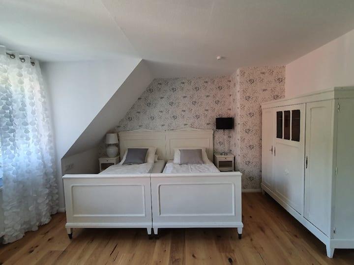 """Gästehaus - Im Gärtle, (Vogtsburg-Oberrotweil), Ferienwohnung """"Iris"""", 30 qm, 1 Wohn-/Schlafraum, max. 2 Personen"""