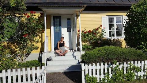 Hus med trädgård 3 mil söder om visby.