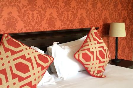 Luxury Room - Bed & Breakfast - Dullstroom